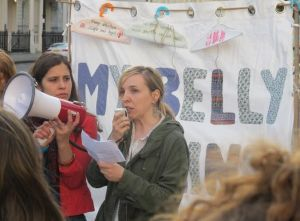 Bea from the Women's Assembly reads the joint statement in Spanish.